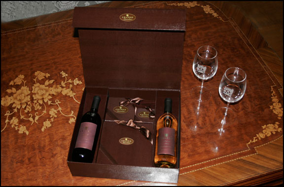 giftbox wine red and white